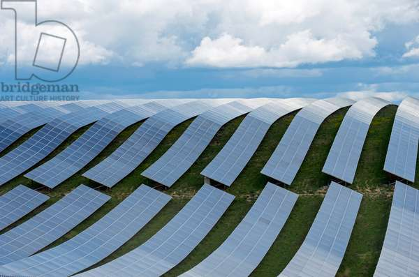 Array of solar panels, near Les Mées, Alpes de Haute Provence, France (photo).