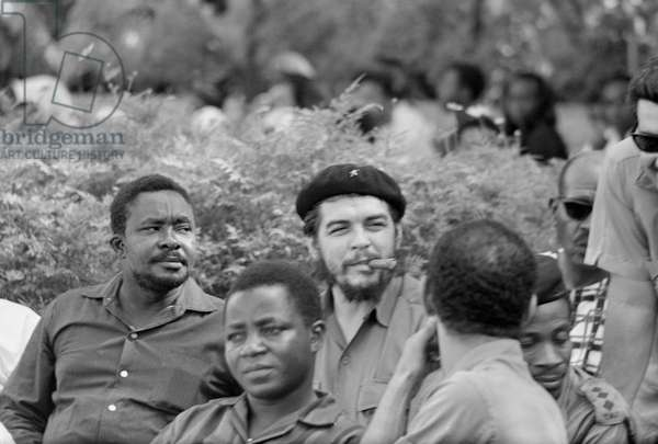 Che Guevara in Zanzibar to support their revolution, 1964 (b/w photo)