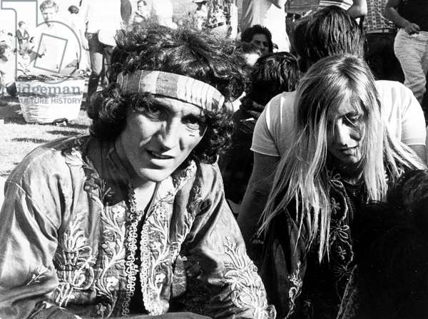 Palerme, 18/ 07/1970 Festival Palermo Pop 70 : un jeune couple de hippies.