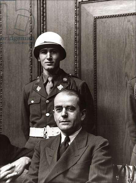 Albert Speer photographié sur le banc des accusés au procès de Nuremberg, le 3 juillet 1946.