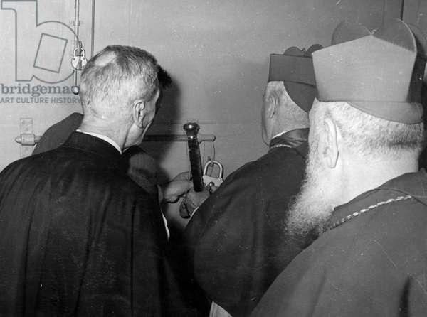 Vatican 1958. Conclave pour l'election du nouveau Pape. Fermeture de la porte.