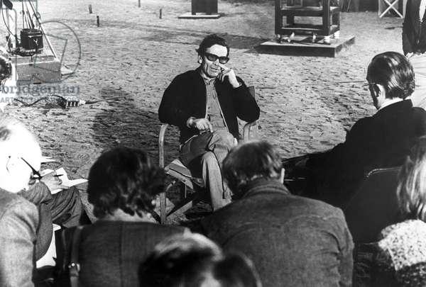 """Pier Paolo Pasolini (1922-1975) durant la conference de presse sur le tournage du film """"""""Salo ou les 120 journees de Sodome"""""""" Rome, 19/09/1975 © Farabola/ Leemage"""