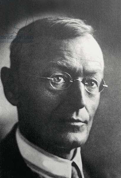 Portrait de l'écrivain allemand Hermann Hesse (1877 - 1962) en 1923. Photo Venturini.