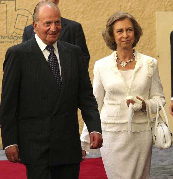 Portrait of spanish king Juan Carlos I and his wife Sofia in Rome - Castel gandolfo, 05/09/2005 (photo)