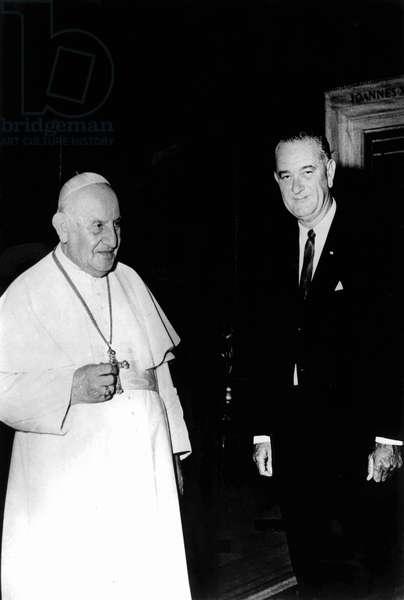 Italie, 11/1963 : le Vice Président americain Lyndon B. Johnson rencontre le Pape Jean XXIII (1958 - 1963). © Farabola/ Leemage