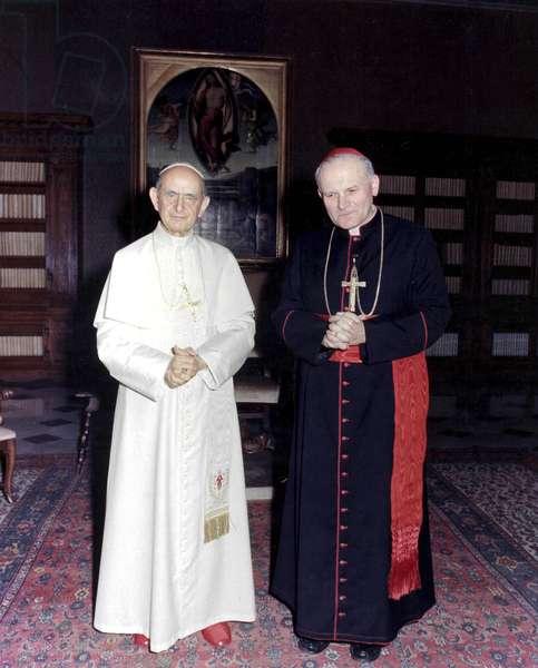 Le cardinal Karol Wojtyla, futur pape Jean Paul II, en compagnie du pape Paul VI, Rome, le 04/04/1974 © Mari / farabola / leemage