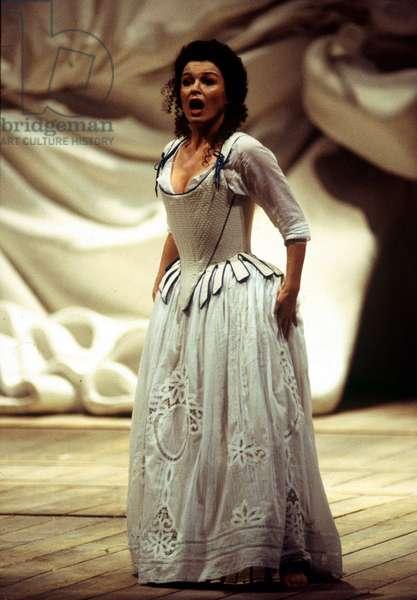 Anna Caterina Antonacci in 'The Barber of Seville', by Gioachino Rossini, Teatro dell'Opera à Roma, 1997 (photo)