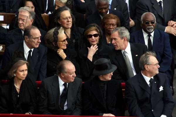 Jacques et Bernadette Chirac, George et Laura Bush et le roi et la reine d'Espagne, Juan Carlos aux funerailles du Pape Jean Paul II a la Basilique de Rome, le 08/04/2005. ©Vatican Pool/Farabola/Leemage