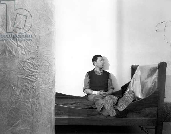 Portrait du sculpteur Toni Grand (1935-2005), a Mouries, 1982