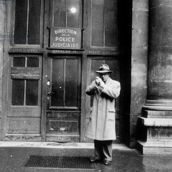 Georges SIMENON au 36 quai des Orfevres (1952).