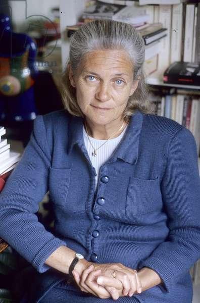 BADINTER Elisabeth - Date: 20020701