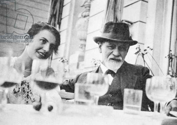 FREUD Anna et Sigmund - Date: 19200601