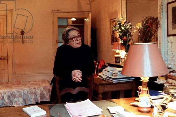 Portrait of Marguerite Duras (pen name of Marguerite Donnadieu) at her place 1986