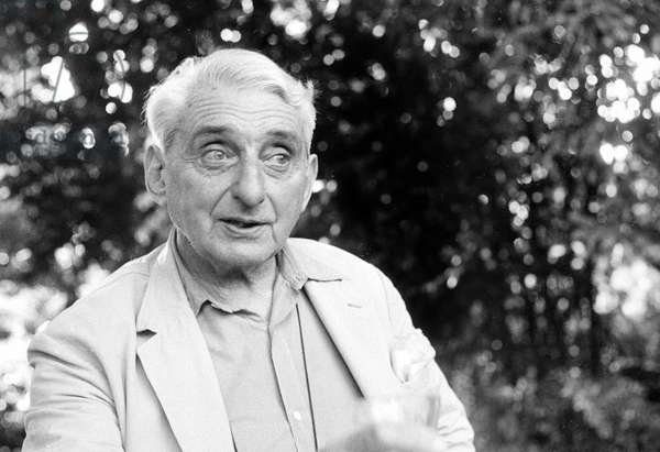 Portrait du peintre et decorateur Jean Hugo (1894-1994) en 1971.