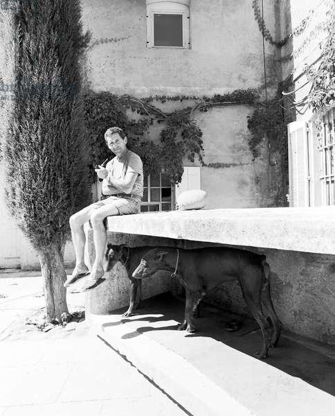 Portrait du sculpteur Toni Grand (1935-2005), a Mouries, 1987