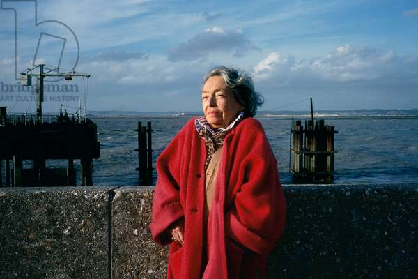 Portrait of Marguerite Duras (pen name of Marguerite Donnadieu) on the banks of the Seine at the Poudreux 1990