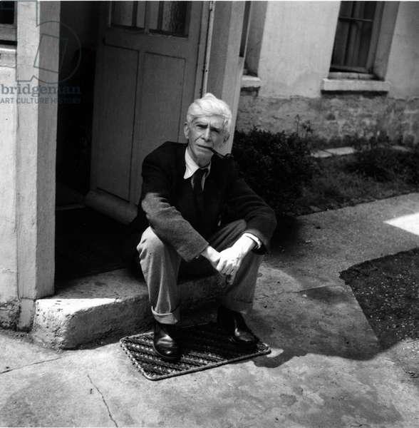 Portrait du sculpteur Ossip Zadkine (1890-1967) a Paris en 1956.