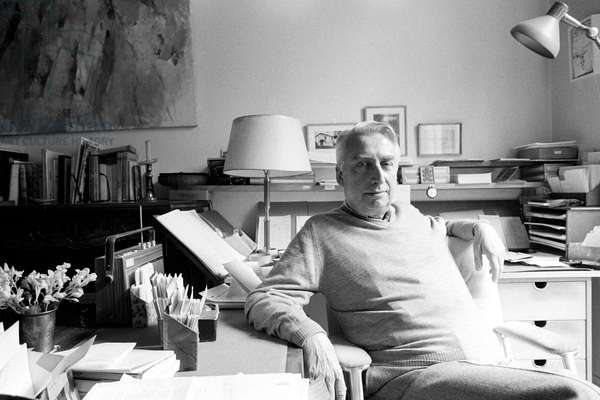 Portrait of Roland Barthes at his place 07/05/1979