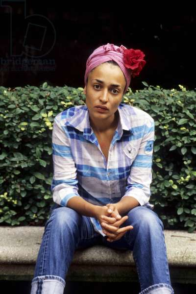 Zadie SMITH - Date : 20010901 --- Jacques SASSIER