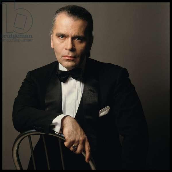 Portrait Karl Lagerfeld grand couturier et designer allemand 1985