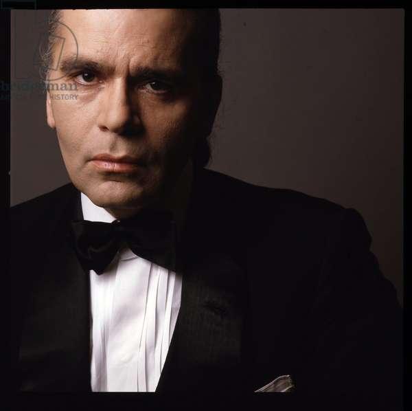 Portrait de Karl Lagerfeld, couturier et styliste allemand, debut des annees 1980 (avant 1985)