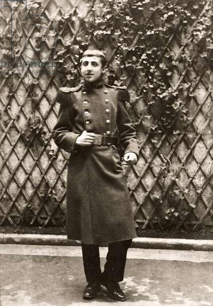 Portrait de Marcel Proust (1871-1922), ecrivain francais, engage volontaire au 76eme regiment d'infanterie, a Orleans, photographie 1889