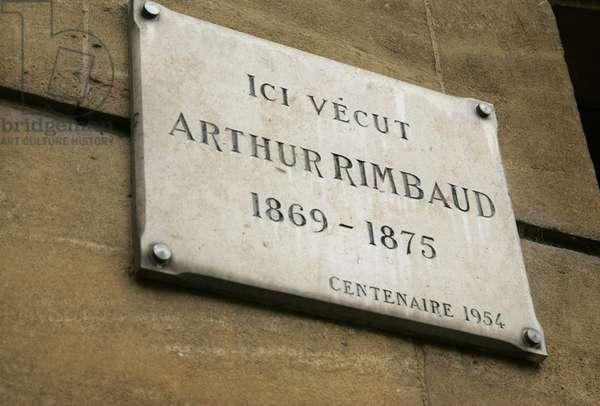 """Plaque sur la """"""""maison des ailleurs"""""""" (quai arthur rimbaud) ou vecut le poete arthur rimbaud a charleville mezieres (charleville-mezieres) ardennes"""