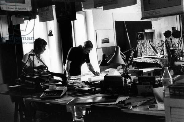 Portrait des photographes Claudine et Jean Pierre Sudre (1921-1997) en 1987.