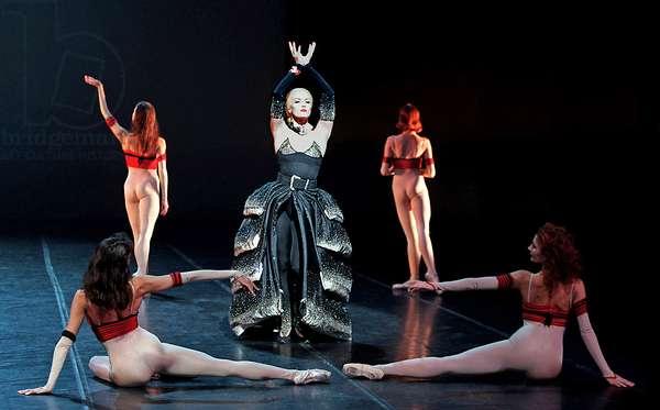 PATRICE CHEREAU (devenu danseur) REGLE LA RENCONTRE DE MISHIMA ET D'EVA PERON