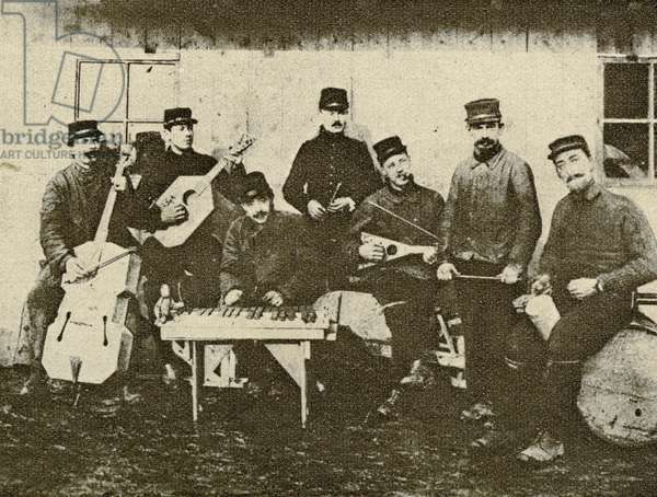 An impromptu orchestra near the front line, with instruments made by the soldiers, from 'Le Miroir', 8th August 1915 (b/w photo)
