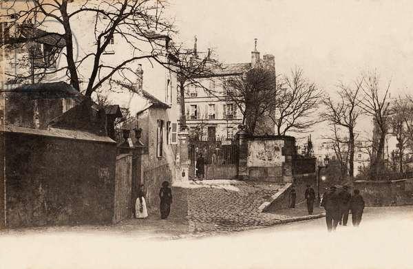 Entrance to Chateau des Brouillards, rue Girardon, Montmartre, Paris, 1900 (b/w photo)