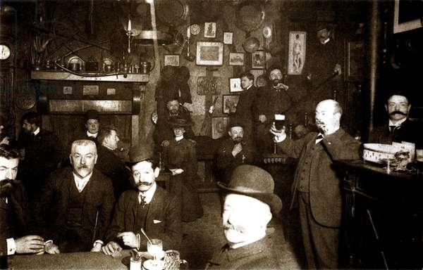 Interior view of Auberge du Clou, Avenue Trudaine, Montmartre, Paris, 1905 (b/w photo)