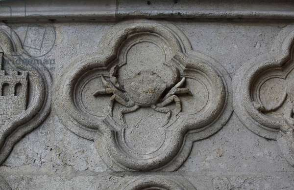Amiens, cathedral, W façade, north door: Sign of the Zodiac: Cancer,  (photo)