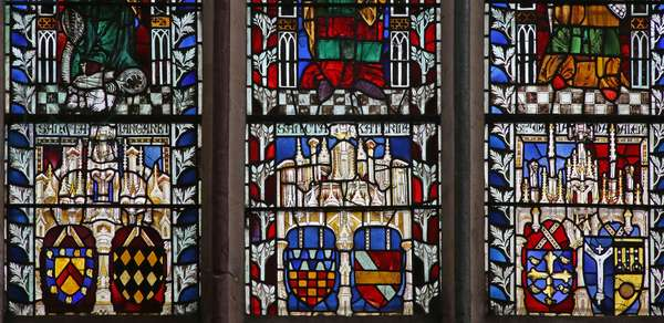 Window Ew depicting shields of arms (stained glass)