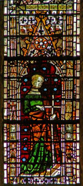 Window c6-7 depicting St Helen (stained glass)