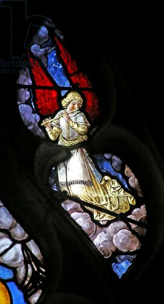 Window w12 depicting an angelic musician (stained glass)