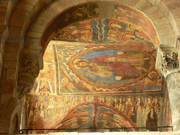Depicting an internal view with wall paintings