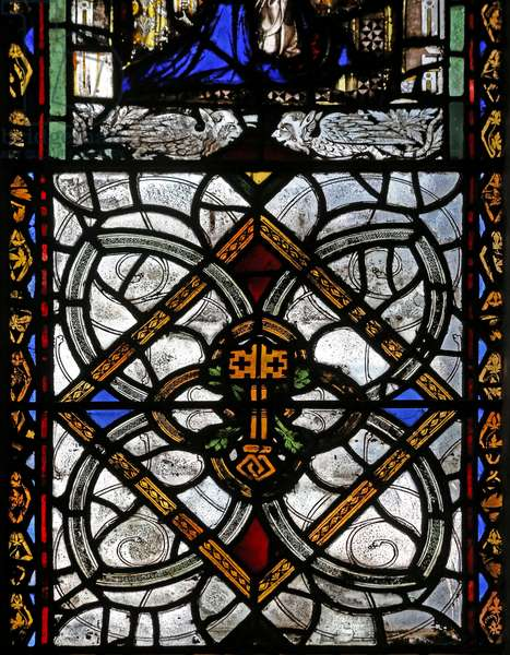 Window n4 depicting grisaille & St Peter emblem (stained glass)