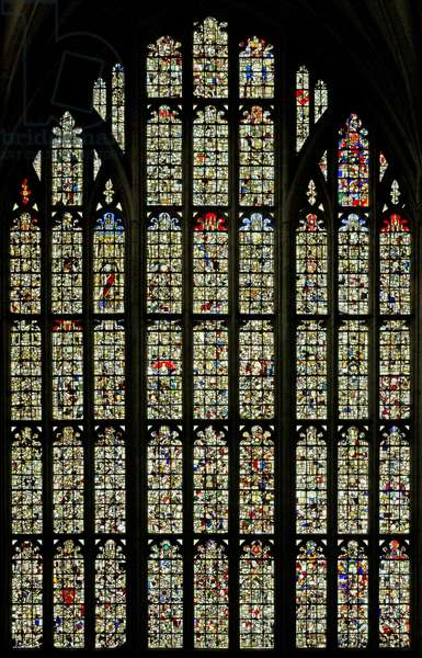 Window Ww depicting fragmentary remains (stained glass)