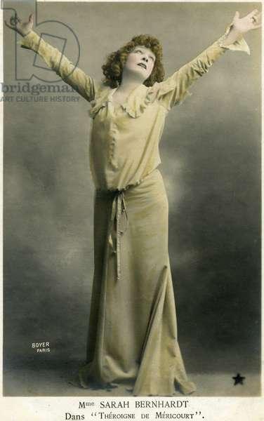 "Henriette Rosine Bernard dit Sarah Bernhardt (1844-1923) photographed by Paul Boyer in the role of """" Théroigne de Méricourt"""", play by Paul Hervieu, Théatre Sarah Bernhardt 23/12/1902."