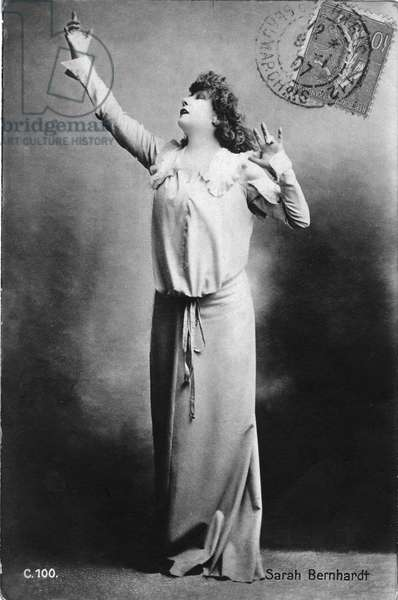 """Henriette Rosine Bernard called Sarah Bernhardt (1844-1923) in the role of """""""" Théroigne de Méricourt"""""""", play by Paul Hervieu, Théatre Sarah Bernhardt 23/12/1902."""