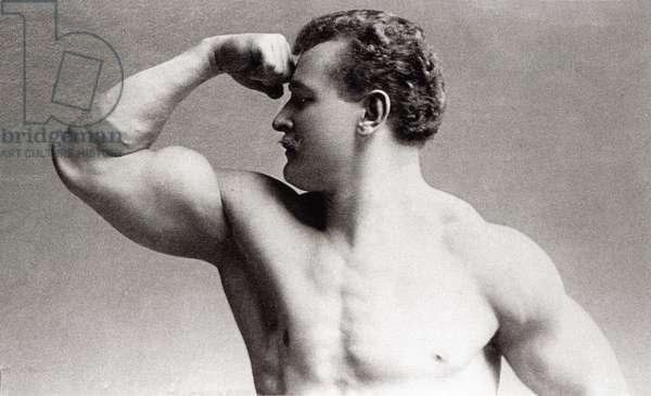 Photographic portrait in studio of German bodybuilder Eugen Sandow (1867-1925) by Benjamin j. Falk (1853-1925) in 1894 (b/w photo)