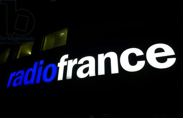 Maison de la Radio, 116 avenue du President Kennedy, Paris 16th: light sign of Radio France illuminated by night - logo - photo Patrice Cartier