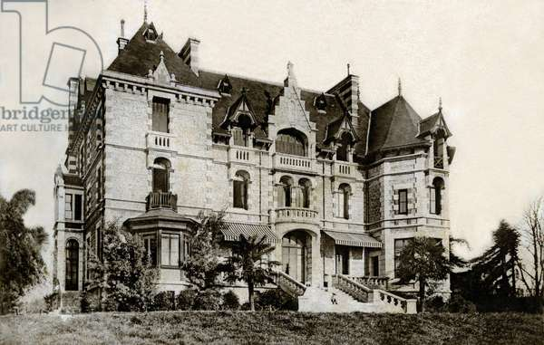 Villa known as English in Pau (Bearn) at the beginning of the 20th century - the region of Pau was very popular among Anglo-Saxons (English and American) at the beginning of the 20th century. At the end of the nineteenth and the end of the 19th centuries, many villas of this type were built throughout the region for the benefit of the rich bitannic in the town. They're called English villas. They were the place of worldly rendezvous -