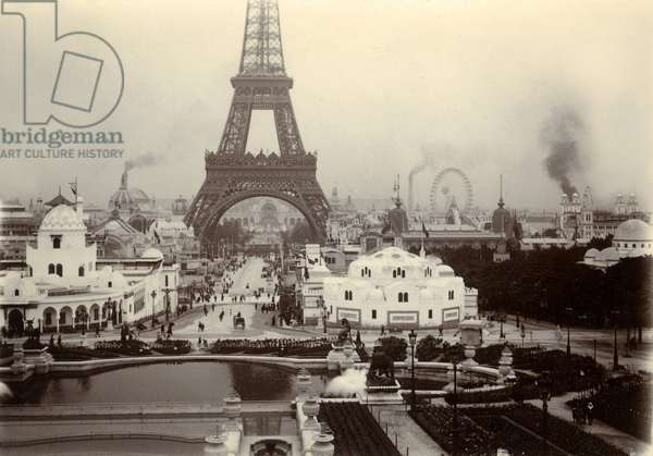 France, Ile-de-France, Paris (75): April 23, 1900, universal exhibition, seen from the Rocadero - the Eiffel Tower, pavilions of Morocco and Algeria - smokers and captive balloon seen through the Ferris Wheel - Champs de Mars - photographic print 6 x 8.5 cm of period
