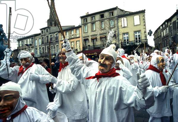Carnival of Limoux (Aude -11): exit of the Meuniers band on the first day of the carnival, in the central square. Photo by Patrice Cartier.