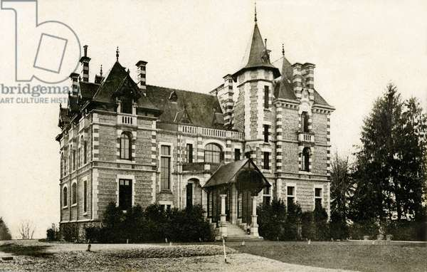 Pau (Bearn) at the beginning of the 20th century: Villa Nitot, built in 1890 and inspired by a Louis XIII castle - postcard Ribaut - the Pau region was very popular among Anglo-Saxons (English and American) at the end of the nineteenth and early twentieth centuries. Many villas were built throughout the region for the rich bitannic in the town. They're called English villas. They were the place of worldly rendezvous -