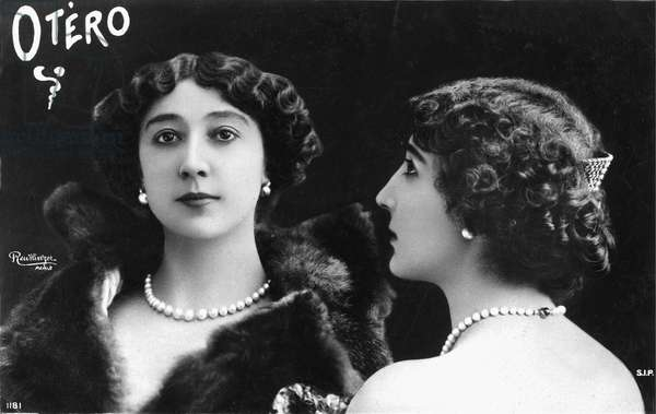 the Belle Otero: postcard showing the actress face and profile.