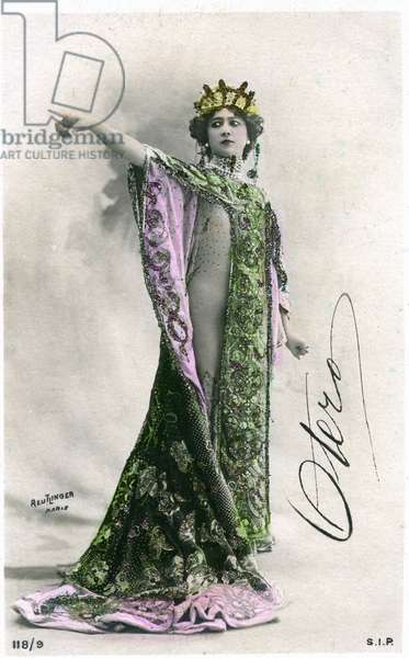 The beautiful Otero, photographed by Reutlinger - postcard early 20th century.