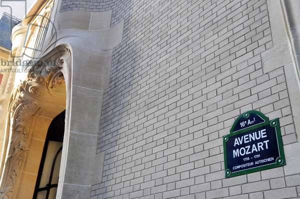 Plaque of avenue Mozart on the facade of the Hotel Guimard at number 122 - Paris 16th arrondissement 75016 - Austrian composer - photo Patrice Cartier